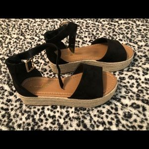 Boutique platforms size 8.5